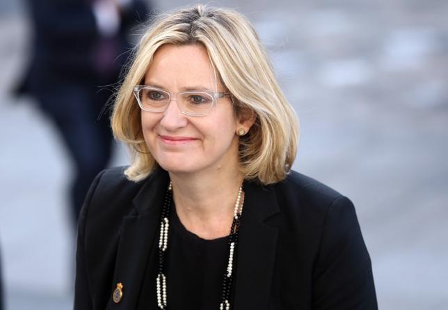 10月3日、英国のラッド内相(写真)は、政府は欧州連合(EU)離脱決定を受けた移民・難民の抑制策を検討しており、経済界に意見を諮る考えを示した。タイムズ紙とのインタビューで述べた。9月撮影(2016年 ロイター/Neil Hall)