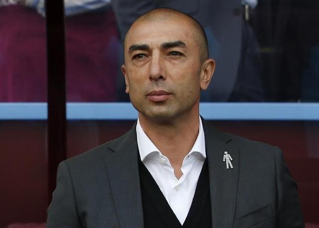10月3日、サッカーのイングランド・チャンピオンシップ、アストンビラは成績不振を理由にロベルト・ディマッテオ監督を解任したことを発表した。アストンビラで9月撮影(2016年 ロイター)