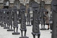 Esculturas de exposição do artista Zak Ove n aSomerset House, em Londres. 04/10/2016 REUTERS/Stefan Wermuth