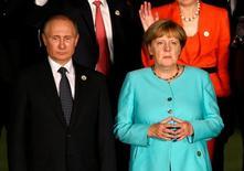 Президент России Владимир Путин и канцлер Германии Ангела Меркель на саммите G20 в китайском Ханчжоу 4 сентября 2016 года. МИД Германии не знает, обсуждается ли на международном уровне предложение ввести санкции в отношении России за ее роль в вооруженном конфликте в Сирии, заявил официальный представитель Берлина за несколько часов до встречи здесь западных представителей, посвященной сирийскому кризису. REUTERS/Damir Sagolj