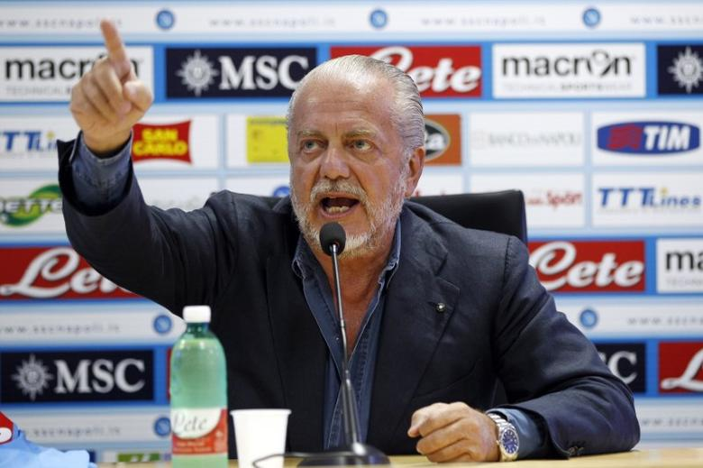 Napoli club Chairman Aurelio De Laurentiis gestures during a news conference after Edinson Cavani (not pictured) renewed his contract until 2017, in Naples August 31, 2012.  REUTERS/Ciro De Luca