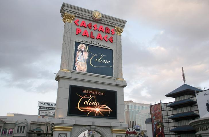 The marquee sign at Caesars Palace hotel is seen on the strip in Las Vegas, Nevada, U.S. February 16, 2011.  REUTERS/Steve Marcus/File Photo