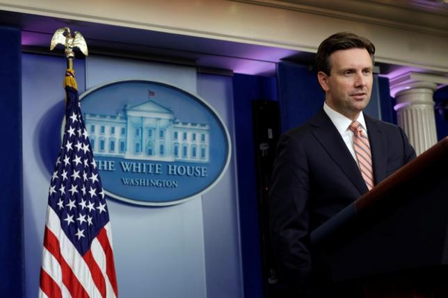 White House Press Secretary Josh Earnest speaks during a daily press briefing at the White House in Washington, U.S. October 4, 2016. REUTERS/Yuri Gripas
