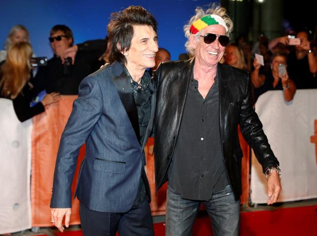 Keith Richards (R) greets fellow bandmate Ronnie Wood on the red carpet for the film ''The Rolling Stones Ole Ole Ole! : A Trip Across Latin America'' during the 41st Toronto International Film Festival (TIFF), in Toronto, Canada, September 16, 2016.    REUTERS/Mark Blinch