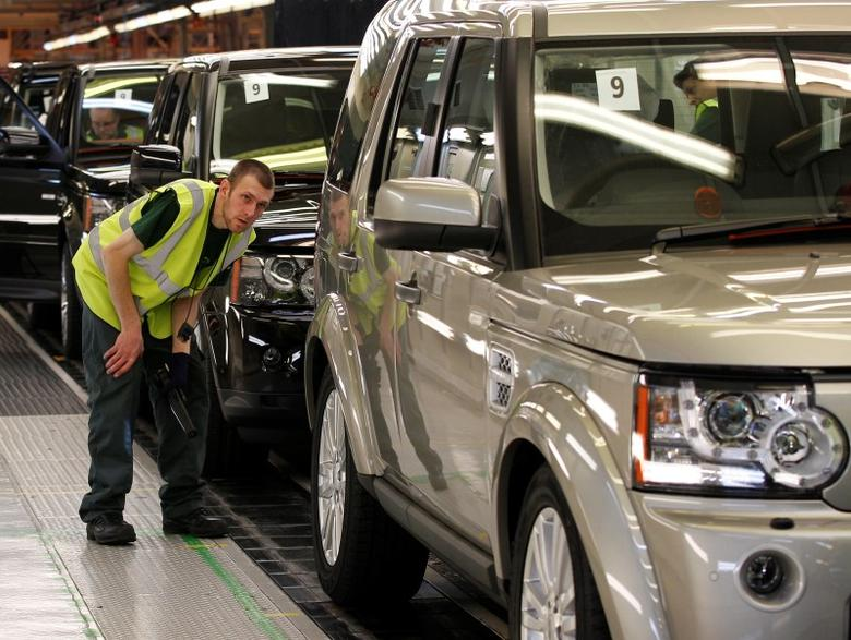 A worker inspects a Land Rover Discovery on the production line at their factory in Solihull, central England, February 28, 2012.     REUTERS/Darren Staples/File Photo