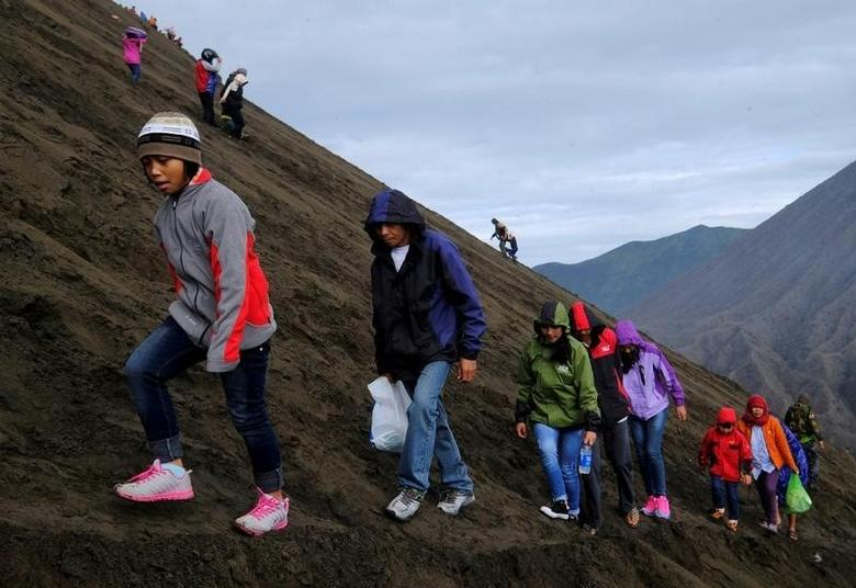 Visitors hike up Mount Bromo  in Probolinggo, Indonesia, July 21, 2016. REUTERS/Beawiharta
