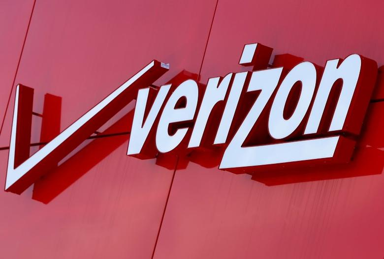 The logo of Verizon is seen at a retail store in San Diego, California April 21, 2016.  REUTERS/Mike Blake/File Photo