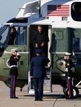 Президент США Барак Обама на авиабазе Эндрюс, штат Мэриленд, 14 ноября 2015 года. Власти США продолжают рассматривать недипломатические варианты ответа на войну в Сирии, несмотря на предупреждения России о последствиях удара по сирийским военным, заявил в четверг Госдепартамент. REUTERS/Jonathan Ernst
