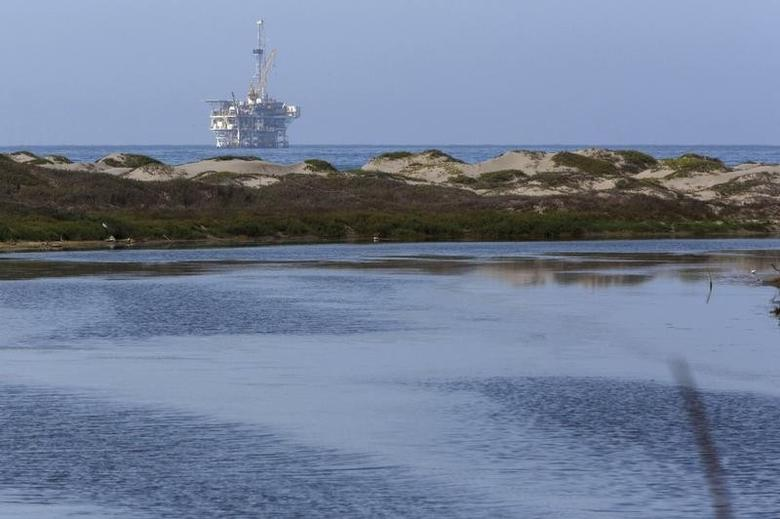 An offshore oil rig is seen from the Coal Oil Point Reserve (COPR) west of the UC Santa Barbara campus in Santa Barbara, California July 30, 2015.  REUTERS/Patrick T. Fallon