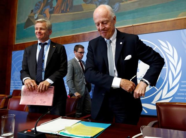 U.N. mediator for Syria Staffan de Mistura (R) reacts next to U.N. Special Advisor Jan Egeland (L) after a news conference at the United Nations in Geneva, Switzerland October 6, 2016. REUTERS/Denis Balibouse