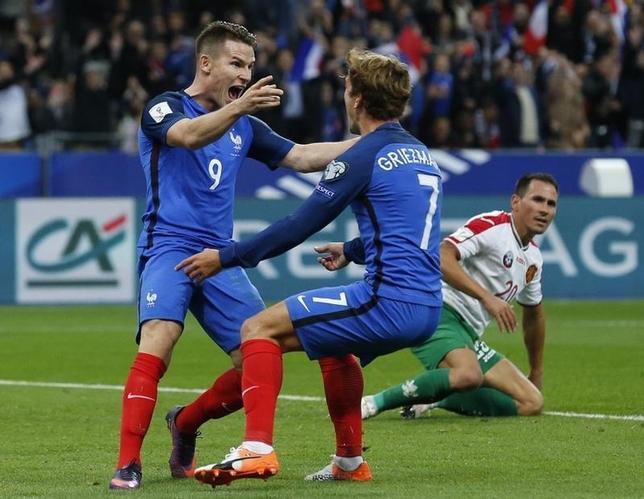 10月7日、サッカーの2018年W杯ロシア大会欧州予選、A組のフランスはホームでブルガリアに4─1で勝利。ケビン・ギャメイロ(左)が2得点(2016年 ロイター/Benoit Tessier)