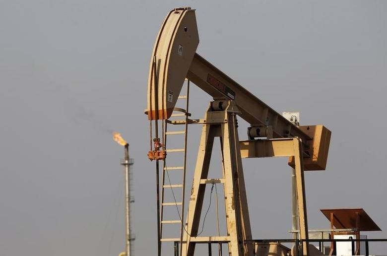 2014年10月11日,巴林首都麦纳麦南一座油田的抽油机。REUTERS/Hamad I Mohammed