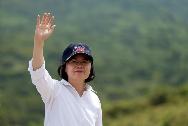 Taiwanese President Tsai Ing-wen waves after the annual Han Kuang military drill simulating the China's People's Liberation Army (PLA) invading the island, in Pingtung county, southern Taiwan August 25, 2016. REUTERS/Tyrone Siu/File Photo