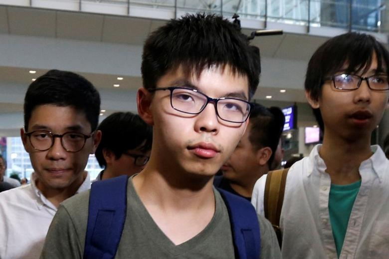 Pro-democracy activist Joshua Wong, followed by Demosisto Chairman Nathan Law (L), arrives at Hong Kong Airport in Hong Kong, China October 5, 2016, after being deported from Bangkok.      REUTERS/Bobby Yip