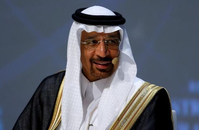 10月10日、サウジアラビアのファリハ・エネルギー産業鉱物資源相(写真)は、原油減産をOPEC非加盟国にも呼びかけ、11月の総会で世界的な供給制限で合意が得られる可能性があるとの見通しを示した。イスタンブールで開かれている世界エネルギー会議で撮影(2016年 ロイター/Murad Sezer)