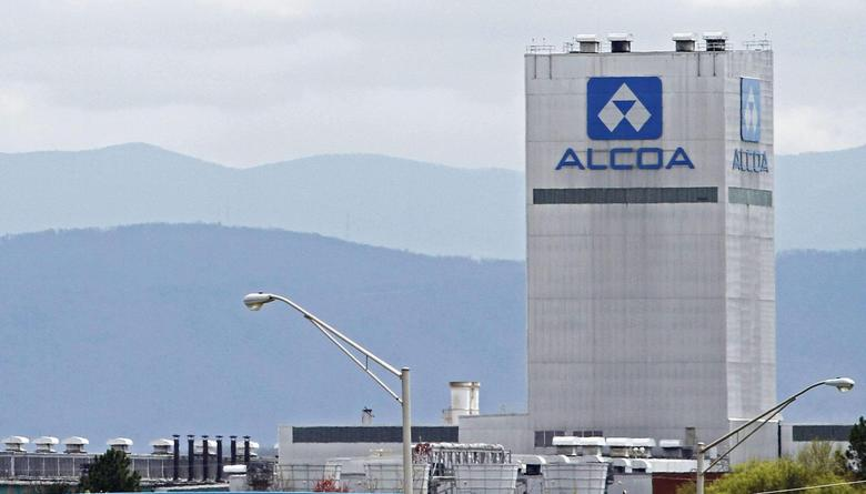 An Alcoa aluminum plant in Alcoa, Tennessee, U.S. is seen April 8, 2014.    REUTERS/Wade Payne/File Photo