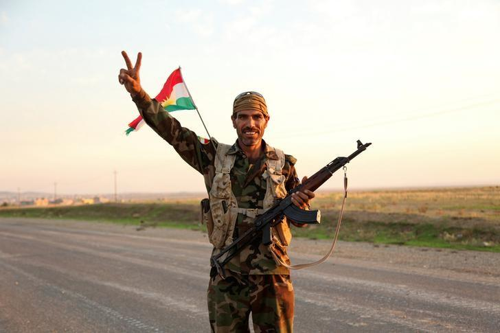 A member of the Kurdish Peshmerga forces gestures in Zumar, Iraq October 25, 2014.  REUTERS/Ari Jalal/Files
