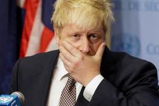 Министр иностранных дел Великобритании Борис Джонсн выступает в ООН в Нью-Йорке 22 июля 2016 года. Джонсон во вторник предупредил Россию, что она рискует превратиться в парию, если продолжит бомбить гражданское население в Сирии. REUTERS/Eduardo Munoz