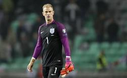 Joe Hart ao final de jogo da Inglaterra contra a Eslovênia. 11/10/16.  Action Images via Reuters / Carl Recine