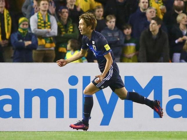 10月11日、サッカーの2018年W杯アジア最終予選、B組の日本はメルボルンでオーストラリアと1─1で引き分けた。原口元気が先制ゴール(2016年 ロイター/David Gray)