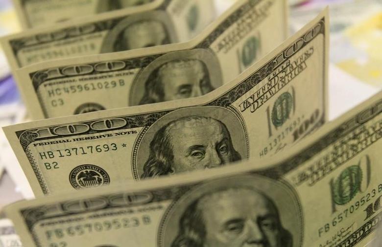 2011年8月8日,美元纸币。REUTERS/Bernadett Szabo