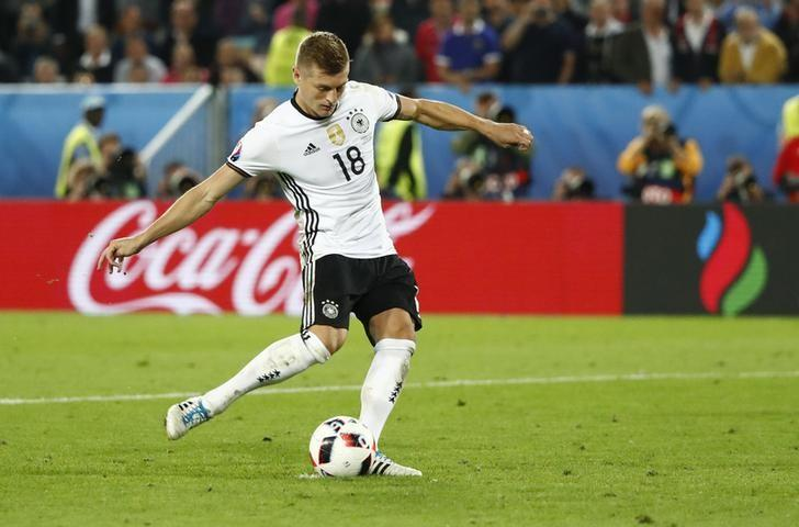 Football Soccer - Germany v Italy - EURO 2016 - Quarter Final - Stade de Bordeaux, Bordeaux, France - 2/7/16Germany's Toni Kroos scores in the penalty shootoutREUTERS/Christian HartmannLivepic/Files