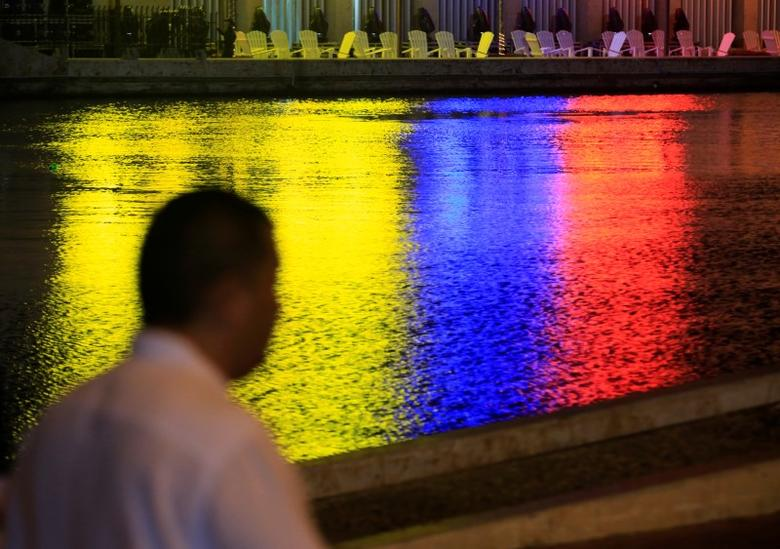 The colors of the Colombian flag are reflected in a canal next to the convention center in Cartagena, Colombia, September 26, 2016. REUTERS/Jaime Saldarriaga