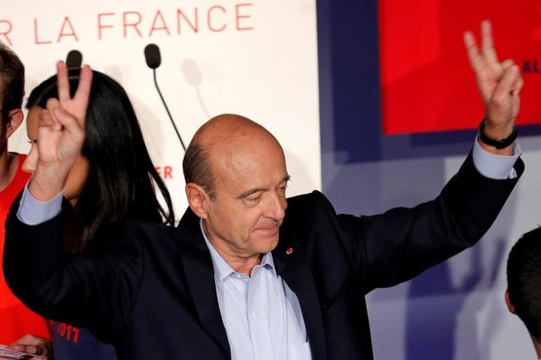 French politician Alain Juppe, current mayor of Bordeaux, a member of the conservative Les Republicains political party and candidate for their presidential primary, arrives at a rally as he campaigns in Malakoff, Paris suburb, October 8, 2016. REUTERS/Philippe Wojazer