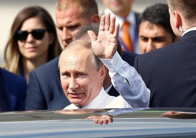 10月12日、ロシアのプーチン大統領は米大統領選挙に干渉していないと言明した。イスタンブールで10日撮影(2016年 ロイター/Osman Orsal)