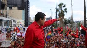 Foto del miércoles del presidente de Venezuela, Nicolás Maduro, en un acto en Caracas. Oct 12, 2016. El presidente venezolano, Nicolás Maduro, dijo el miércoles que el petróleo se está recuperando y avanza hacia un valor justo tras la decisión de la OPEP en septiembre de reducir levemente la producción. Palacio Miraflores. ATENCIÓN EDITORES - ESTA FOTO FUE PROVISTA POR TERCEROS. SOLAMENTE PARA USO EDITORIAL .