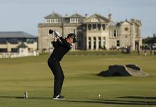 Golf Britain - Alfred Dunhill Links Championship - Old Course St. Andrews, Scotland - 8/10/16 England's Danny Willett hits his tee shot on the 18th hole during the third round  Action Images via Reuters / Lee Smith Livepic