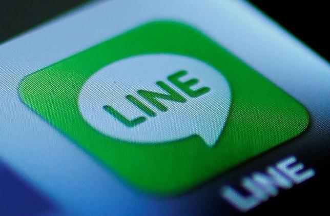 10月13日、LINEは宅配ポータルサイト「出前館」を運営する夢の街創造委員会株式の20%取得し、持分法適用会社にすると発表。写真は2012年8月撮影(2016年 ロイター/Yuriko Nakao/File Photo)