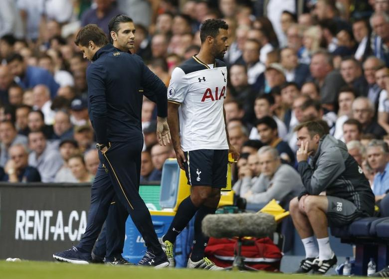 Britain Football Soccer - Tottenham Hotspur v Sunderland - Premier League - White Hart Lane - 18/9/16Tottenham's Mousa Dembele walks off to be substituted after sustaining an injuryAction Images via Reuters / Matthew Childs