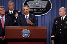 Президент США Барак Обама, глава Пентагона Эш Картер (слева), генерал Дэвид Родригес (второй слева) и председатель объединенного комитета начальников штабов генерал Мартин Демпси на брифинге в Арлингтоне, штат Вирджиния, 6 июля 2015 года. Обама и его главные внешнеполитические советники в пятницу изучат военные и другие варианты в Сирии, где сирийская и российская авиация бомбят Алеппо и другие города, заявили американские чиновники. REUTERS/Jonathan Ernst