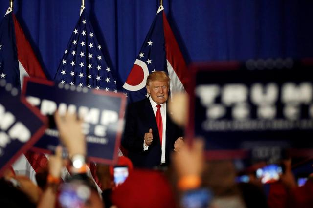 U.S. Republican presidential nominee Donald Trump is cheered as he takes the stage to speak at a campaign event in Columbus, Ohio, U.S., October 13, 2016. REUTERS/Mike Segar