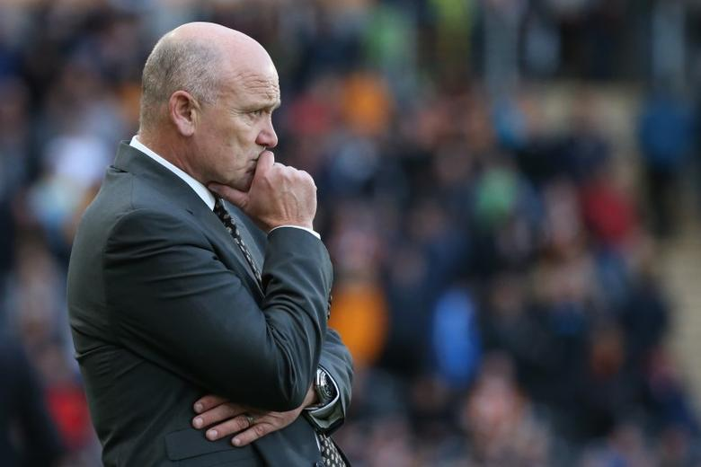 Britain Soccer Football - Hull City v Chelsea - Premier League - The Kingston Communications Stadium - 1/10/16Hull City caretaker manager Mike Phelan looks dejectedReuters / Scott Heppell