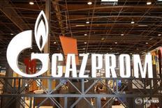 Логотип Газпрома на Всемирной газовой конференции в Париже. Российский государственный газовый концерн Газпром может к концу октября урегулировать обвинения в злоупотреблении своим положением на рынках Восточной Европы - переговоры с комиссией ЕС по вопросам конкуренции вступают в финальную стадию, сказал в пятницу источник, знакомый с ходом дела.  REUTERS/Benoit Tessier