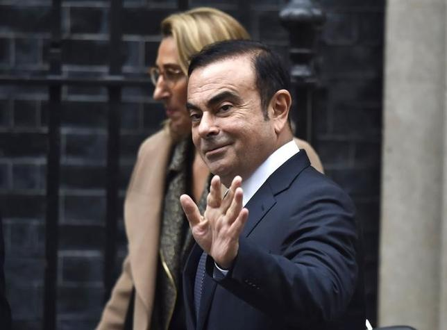 10月14日、日産のカルロス・ゴーンCEOが、英国のメイ首相と面会した。写真は面会後の同氏。ロンドンで14日撮影(2016年 ロイター/Hannah McKay)