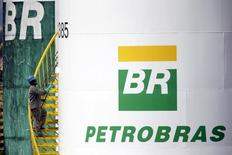 A worker paints a tank of Brazil's state-run Petrobras oil company in Brasilia, Brazil September 30, 2015. REUTERS/Ueslei Marcelino/File Photo - RTSOMLE