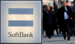 El plan de Arabia Saudí de constituir un fondo global de tecnología de 100.000 millones de dólares con la japonesa SoftBank <9984.T> es audaz, pero también necesario.  Imagen de archivo tomada el 18 de diciembre de 2014 en la que se ve el logo de Softbank. REUTERS/Toru Hanai/File Photo