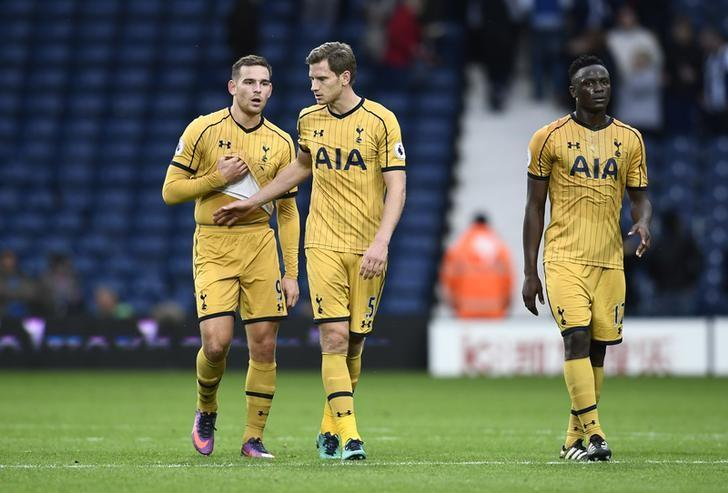 Britain Football Soccer - West Bromwich Albion v Tottenham Hotspur - Premier League - The Hawthorns - 15/10/16(L - R) Tottenham's Vincent Janssen, Jan Vertonghen and Victor Wanyama looks dejected at full timeReuters / Dylan MartinezLivepic
