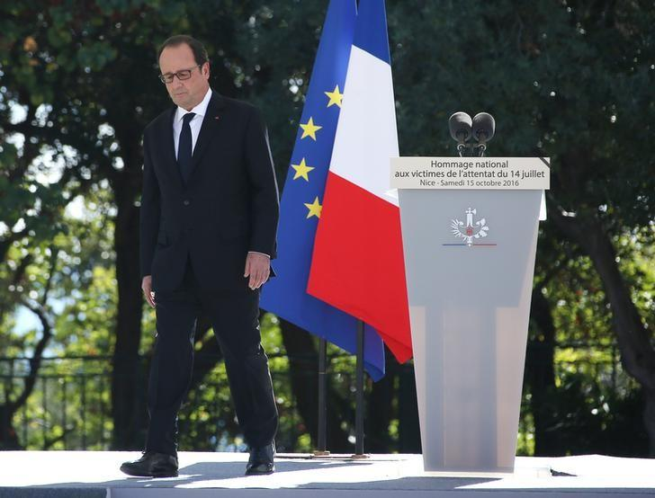 French President Francois Hollande attends the ceremony in tribute to the victims and the families of the fatal truck attack three months ago, in NIce, France, October 15, 2016. REUTERS/Eric Gaillard