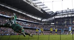 Britain Football Soccer - Manchester City v Everton - Premier League - Etihad Stadium - 15/10/16. Everton's Maarten Stekelenburg saves a penalty from Manchester City's Sergio Aguero. Reuters / Phil Noble