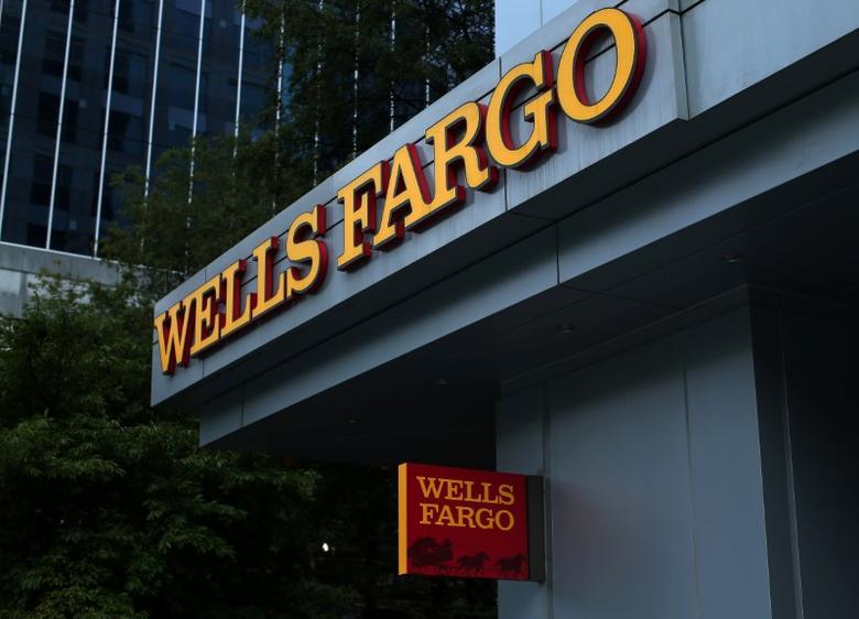 2016年9月26日,美国富国银行的企业标识。REUTERS/Mike Blake