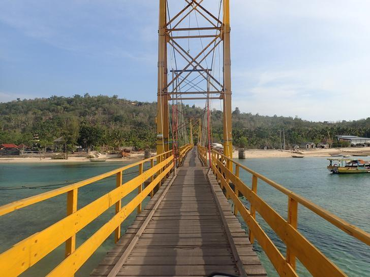 The ''Yellow Bridge'' which connects  Nusa Lembongan and Nusa Ceningan, two islands located east of the resort island of Bali, Indonesia is seen November 29, 2015. REUTERS/Angie Teo/Files