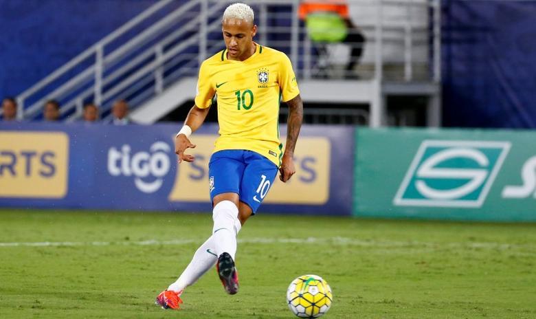 Football Soccer - Brazil v Bolivia - World Cup 2018 Qualifier - Dunas Arena Stadium, Natal, Brazil - 6/10/16. Brazil's Neymar in action.  REUTERS/Ricardo Moraes