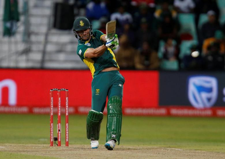 Cricket - Australia v South Africa - Third ODI cricket match - Kingsmead Cricket Stadium, Durban, South Africa - 5/10/2016. South Africa's Faf du Plessis plays a shot. REUTERS/Rogan Ward