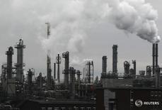 Завод компании BASF в Людвигсхафене. 24 февраля 2012 года. Немецкий химический концерн BASF сообщил в понедельник о нескольких раненых в результате взрыва на предприятии компании в Людвигсхафене, где расположена ее штаб-квартира. REUTERS/Alex Domanski