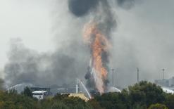 Incêndio e fumaça vistos em fábrica da BASF na Alemanha.    17/10/2016         REUTERS/Ralph Orlowski