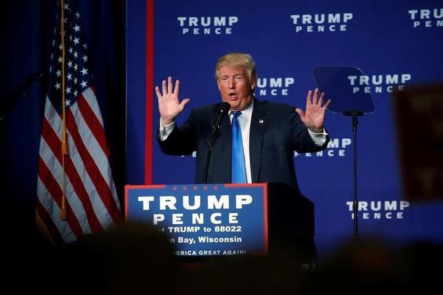 10月17日、米大統領選の共和党候補トランプ氏が大統領選挙で不正が行われていると主張していることについて、共和党の弁護士らが不正はあり得ないと述べ、根拠のない主張は有権者の不安を煽り危険だと批判した。写真はウィスコンシン州 で撮影(2016年 ロイター/Jonathan Ernst)